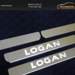 Накладки на пороги (лист зеркальный надпись Logan) Renault Logan 2015+